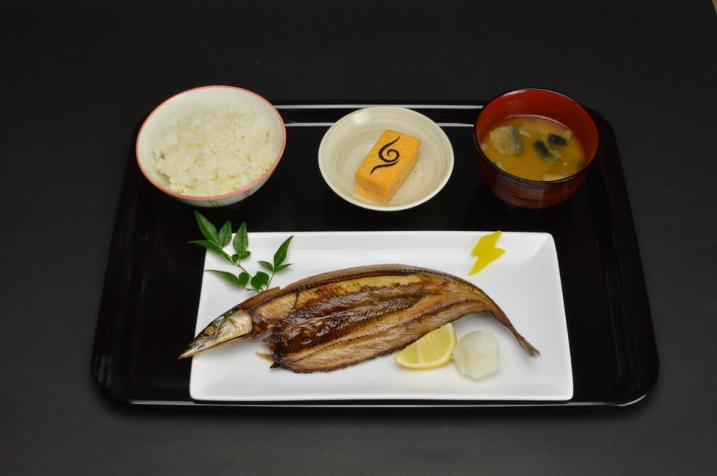 カカシのお手製定食(秋刀魚の塩焼きと茄子の味噌汁)(800円)