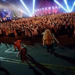 ゲスト約3,000人が「スリラー」に合わせて踊る『スペシャル・ゾンビ・モブ2015』を実施