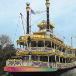 「蒸気船マークトウェイン号」で35周年をお祝いする華やかな装飾と共に船旅へ