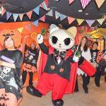 ナンジャタウン、軽快でノリノリなリズムに合わせて踊りながらくす玉を割るハロウィンパレード開催